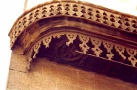 Deterioration of wooden canopy -- Missing of geometrical wooden pierced frieze